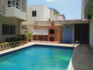 Townhouse En Ventaen Maracaibo, Avenida Delicias Norte, Venezuela, VE RAH: 20-15893