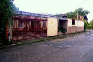 Casa En Ventaen Caracas, La Lagunita Country Club, Venezuela, VE RAH: 20-16132