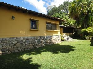 Casa En Ventaen Caracas, La Lagunita Country Club, Venezuela, VE RAH: 20-16198