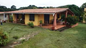 Casa En Ventaen Paracotos, Parques Del Sur, Venezuela, VE RAH: 20-16529