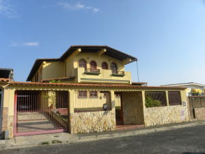 Casa En Ventaen San Antonio De Los Altos, Parque El Retiro, Venezuela, VE RAH: 20-17164