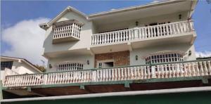 Casa En Ventaen San Antonio De Los Altos, Los Castores, Venezuela, VE RAH: 20-17261