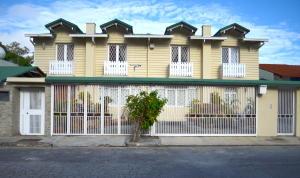 Casa En Ventaen Caracas, Alto Prado, Venezuela, VE RAH: 20-17380