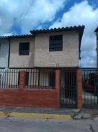 Casa En Ventaen Los Teques, Los Teques, Venezuela, VE RAH: 20-17537