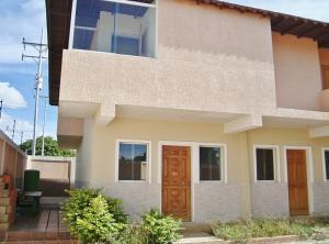Townhouse En Ventaen El Tigre, Pueblo Nuevo Sur, Venezuela, VE RAH: 20-17590