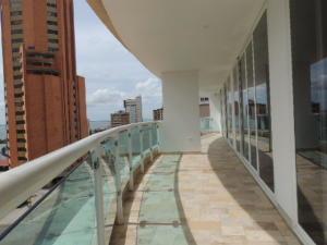 Apartamento En Ventaen Maracaibo, Avenida El Milagro, Venezuela, VE RAH: 20-17657