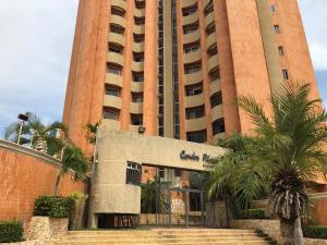 Apartamento En Ventaen Maracaibo, Avenida El Milagro, Venezuela, VE RAH: 20-17675