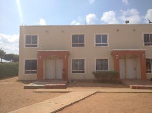 Townhouse En Ventaen Maracaibo, Via La Concepcion, Venezuela, VE RAH: 20-17728