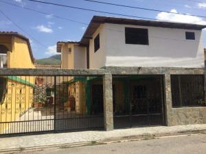 Townhouse En Ventaen Municipio Naguanagua, La Granja, Venezuela, VE RAH: 20-17804