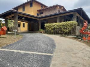 Casa En Ventaen Caracas, La Lagunita Country Club, Venezuela, VE RAH: 20-16172