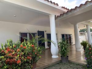 Casa En Ventaen Municipio Libertador, La Esperanza, Venezuela, VE RAH: 20-18235