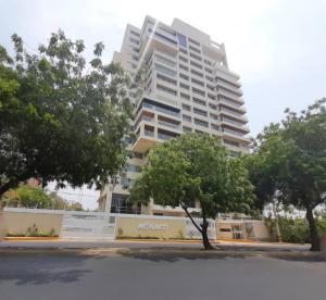 Apartamento En Alquileren Maracaibo, Avenida El Milagro, Venezuela, VE RAH: 20-17933