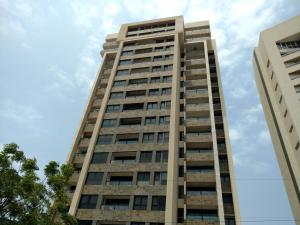 Apartamento En Ventaen Maracaibo, Avenida El Milagro, Venezuela, VE RAH: 20-17986