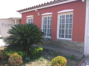 Casa En Alquileren Guacara, Ciudad Alianza, Venezuela, VE RAH: 20-18227