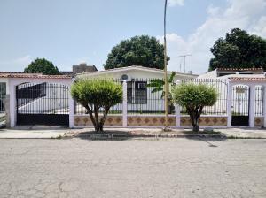 Casa En Ventaen Valencia, Flor Amarillo, Venezuela, VE RAH: 20-18146
