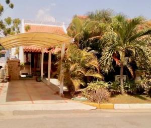 Casa En Ventaen Lecheria, Complejo Turistico El Morro, Venezuela, VE RAH: 20-18212