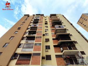 Apartamento En Ventaen Maracay, Urbanizacion El Centro, Venezuela, VE RAH: 20-18430