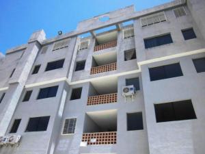 Apartamento En Ventaen Municipio Los Guayos, Paraparal, Venezuela, VE RAH: 20-2776
