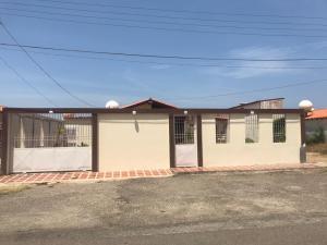 Casa En Ventaen Punto Fijo, Puerta Maraven, Venezuela, VE RAH: 20-18571