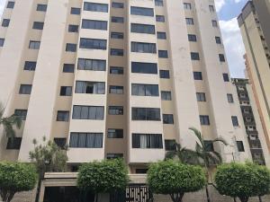 Apartamento En Ventaen Valencia, Valles De Camoruco, Venezuela, VE RAH: 20-18555