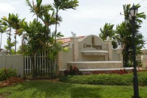 Townhouse En Ventaen Maracaibo, Avenida Milagro Norte, Venezuela, VE RAH: 20-2381