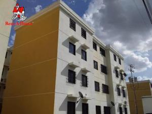 Apartamento En Ventaen Turmero, Conjunto Residencial Las Carolinas Ii, Venezuela, VE RAH: 20-19073