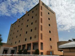 Edificio En Ventaen Maracaibo, Avenida Goajira, Venezuela, VE RAH: 20-19311