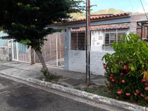 Casa En Ventaen Municipio San Diego, La Esmeralda, Venezuela, VE RAH: 20-19439