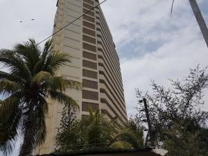 Apartamento En Ventaen Catia La Mar, Playa Grande, Venezuela, VE RAH: 20-19604