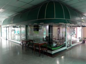 Local Comercial En Ventaen Maracay, Las Delicias, Venezuela, VE RAH: 20-19884