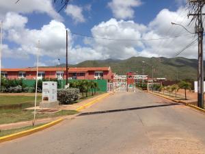 Townhouse En Ventaen Margarita, Porlamar, Venezuela, VE RAH: 20-19772