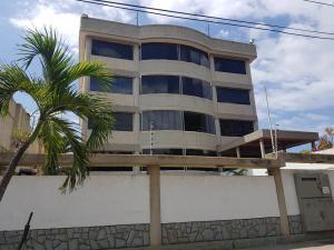 Apartamento En Ventaen Catia La Mar, Playa Grande, Venezuela, VE RAH: 20-19848