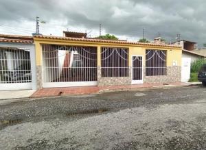 Casa En Ventaen Intercomunal Maracay-Turmero, Isacc Oliveira, Venezuela, VE RAH: 20-20049