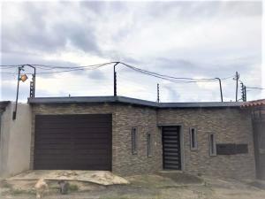 Casa En Ventaen Municipio Guaicaipuro, Parcelamiento Cortada Del Guayabo, Venezuela, VE RAH: 20-20080