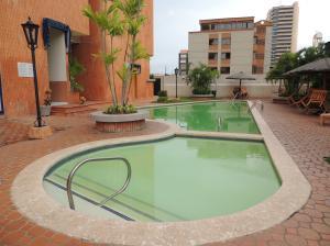 Apartamento En Alquileren Maracaibo, La Lago, Venezuela, VE RAH: 20-20090