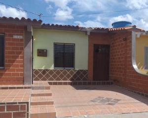 Casa En Ventaen Barquisimeto, Parroquia El Cuji, Venezuela, VE RAH: 20-20266