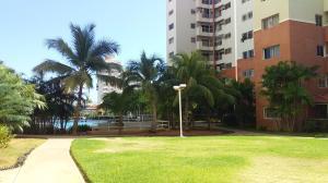 Apartamento En Ventaen Maracaibo, Avenida El Milagro, Venezuela, VE RAH: 20-16207