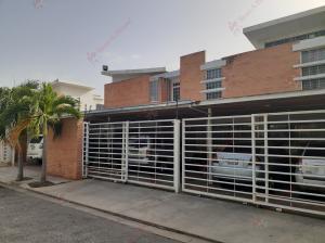 Townhouse En Ventaen Municipio Naguanagua, Ciudad Jardin Manongo, Venezuela, VE RAH: 20-20298