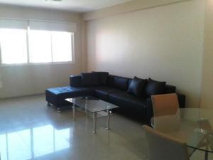 Apartamento En Alquileren Maracaibo, Avenida El Milagro, Venezuela, VE RAH: 20-20303
