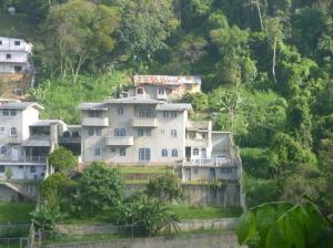 Casa En Ventaen San Antonio De Los Altos, El Amarillo, Venezuela, VE RAH: 20-20318