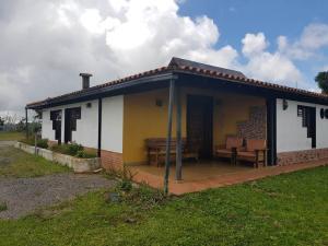 Casa En Ventaen Los Teques, Municipio Guaicaipuro, Venezuela, VE RAH: 20-20319