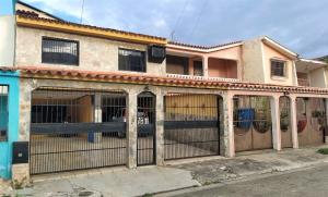 Casa En Ventaen Municipio San Diego, La Esmeralda, Venezuela, VE RAH: 20-20422