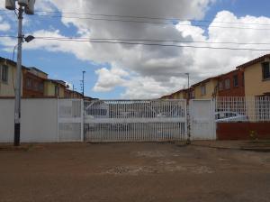 Townhouse En Ventaen Puerto Ordaz, Villa Betania, Venezuela, VE RAH: 20-20526
