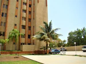 Apartamento En Alquileren Maracaibo, Avenida Bella Vista, Venezuela, VE RAH: 20-20620