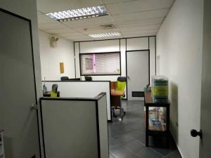 Oficina En Ventaen Valencia, Las Chimeneas, Venezuela, VE RAH: 20-21136