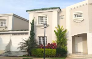 Townhouse En Ventaen Maracaibo, Fuerzas Armadas, Venezuela, VE RAH: 20-8909