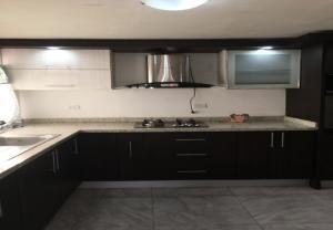Apartamento En Alquileren Ciudad Ojeda, Avenida Vargas, Venezuela, VE RAH: 20-20698