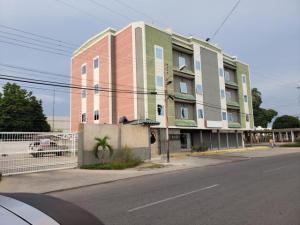 Apartamento En Ventaen Ciudad Ojeda, Avenida Bolivar, Venezuela, VE RAH: 20-20709
