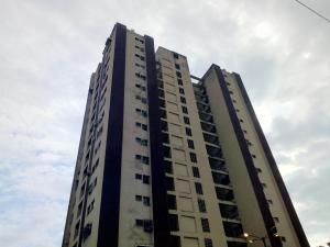 Apartamento En Ventaen Municipio Naguanagua, Casco Central, Venezuela, VE RAH: 20-20720
