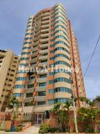 Apartamento En Ventaen Maracaibo, Avenida El Milagro, Venezuela, VE RAH: 20-20727